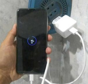 Oppo F11 mampu mengisi baterai lebih cepat dalam waktu singkat