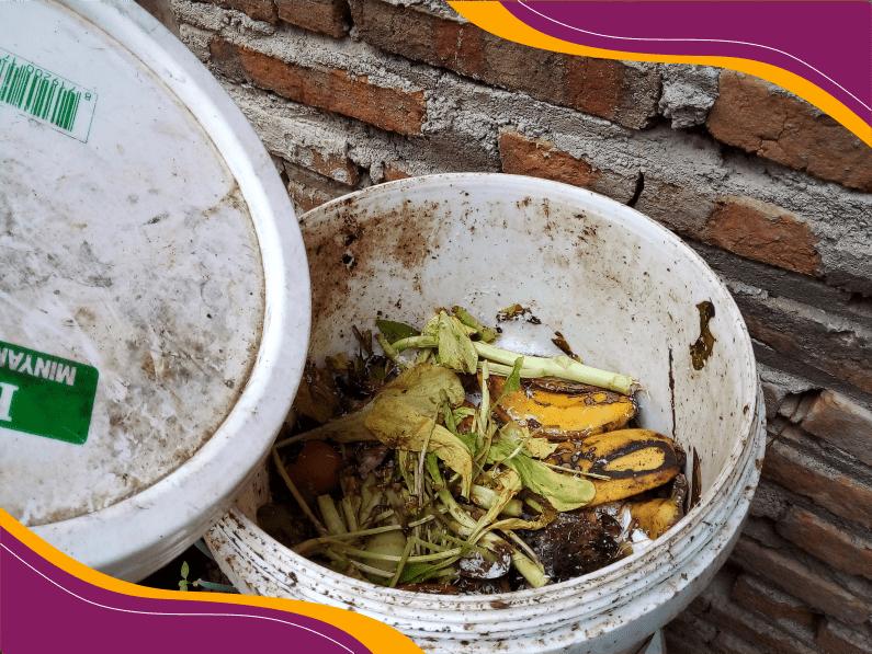 Sampah organik seperti sisa sayuran atau yang lainnya akan diproses dalam komposter